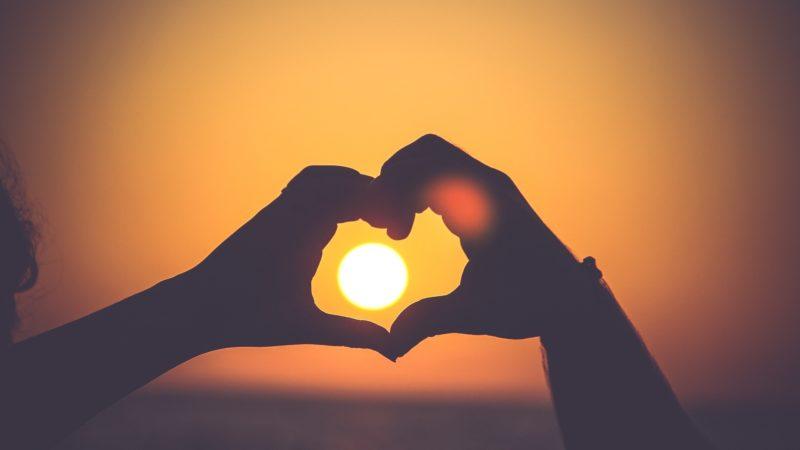 Wakacje dla wypoczynku, czy szukania partnera? Dokąd jechać po miłość?