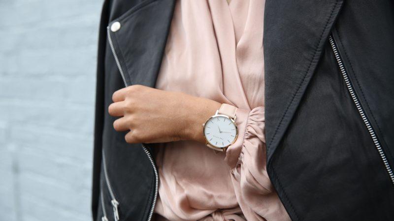 Damskie zegarki, czyli o damskich dodatkach, które potrafią odmienić każdą stylizację