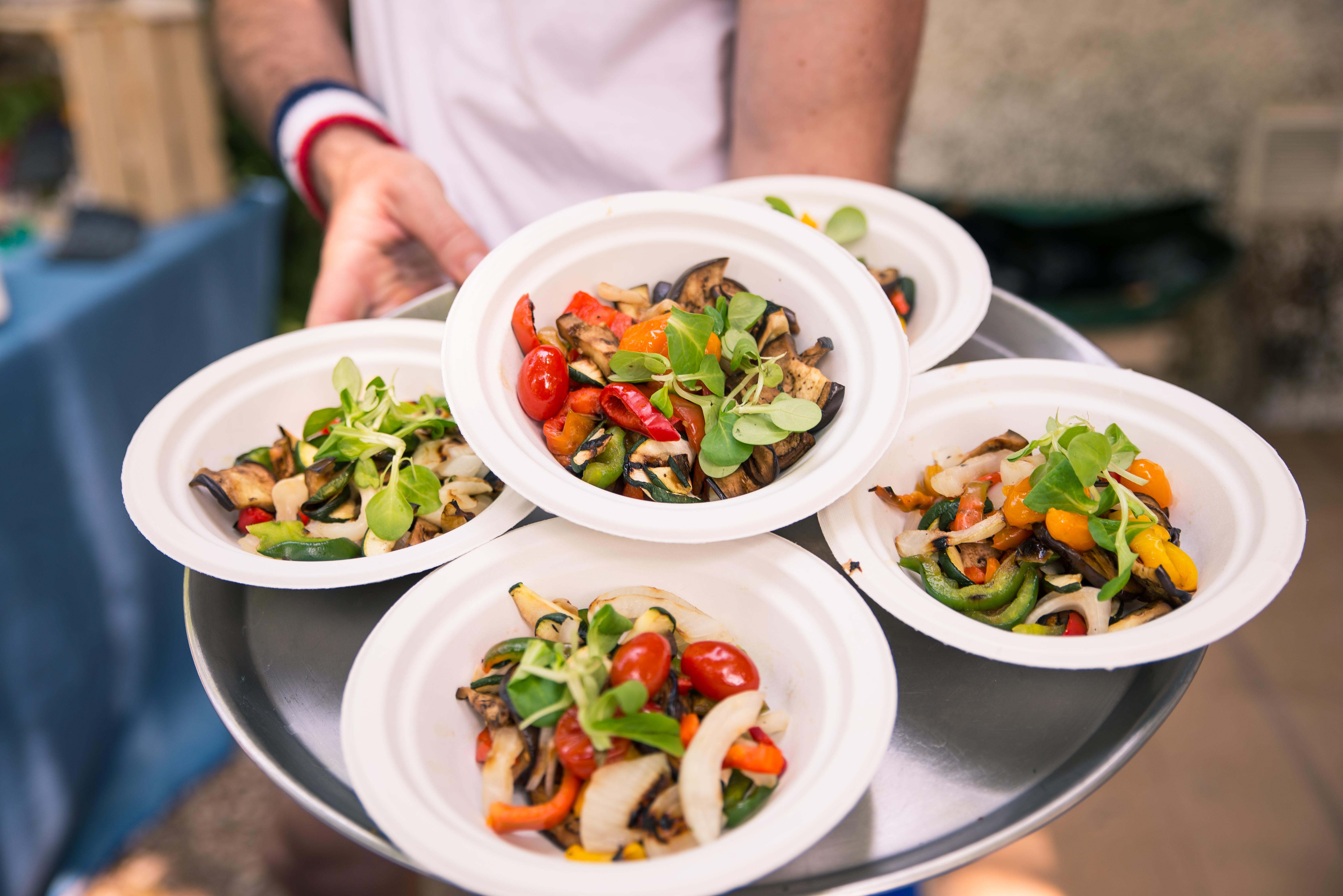Domowe obiady na dowóz, czyli alternatywa dla klientów lokali gastronomicznych