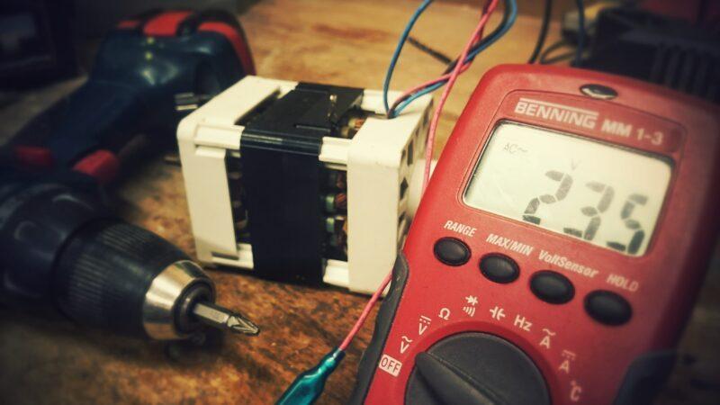 Kurs na uprawnienia sepowskie, czyli na czym polega kurs na elektryka